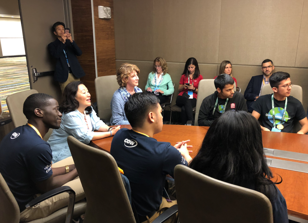 Cisco Senior Vice President of Corporate Affairs Tae Yoo meets with young tech workers.