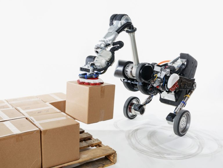 Robots are packing your presents